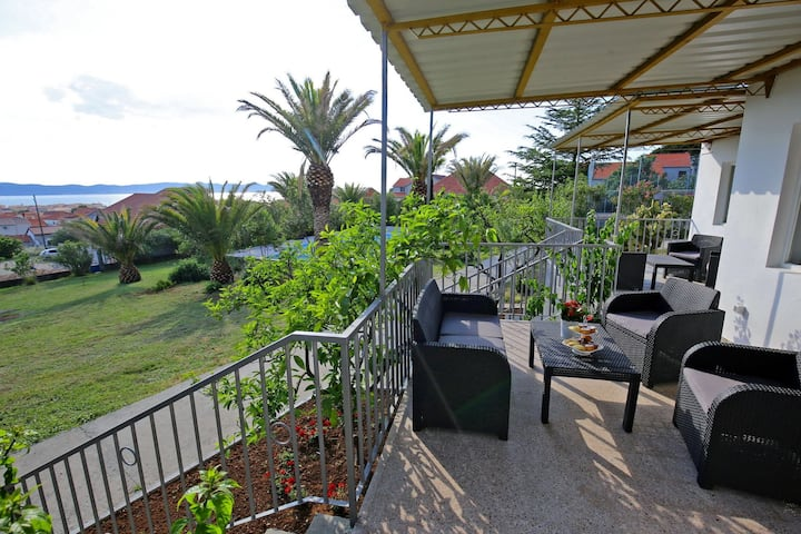 Modern apartment with large pool, great sea view, a sports court, barbecue, WiFI