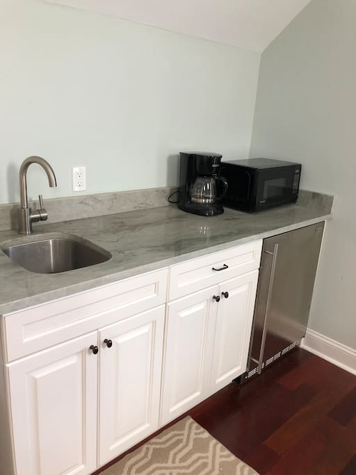 Sink, refrigerator with ice maker, coffee pot, microwave all provided. Light breakfast, coffee, and tea also offered.