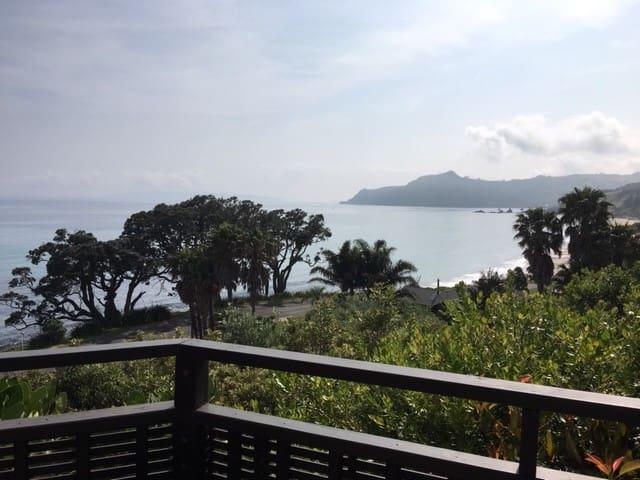 Kererū - Seaside Retreat