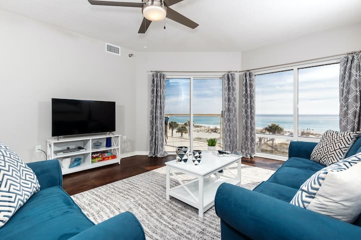 2nd Floor Great Amenities, Direct Beach Access, Nearby Shopping & Dining!