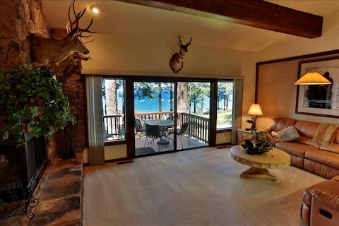 #113. Gated community, Lakefront w/private beach steps from your front door. Wi/Fi