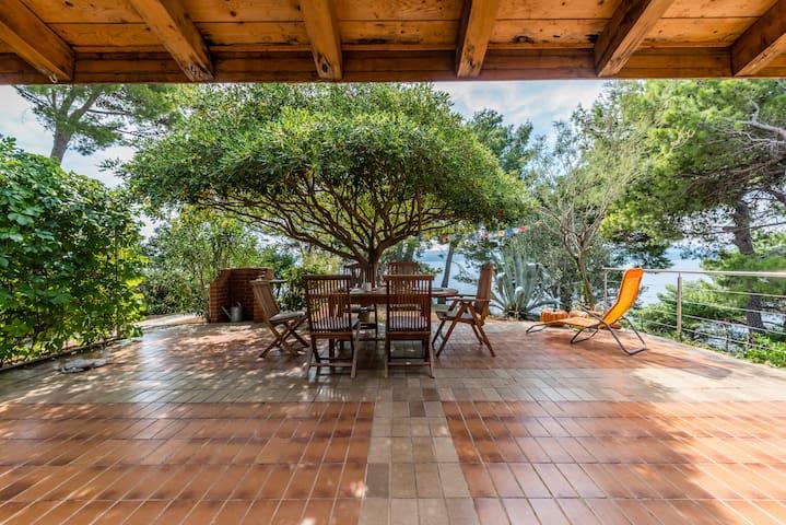 Family Friendly seaside Villa 4-5 - Medići