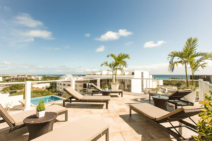 Rooftop Pool and sundeck.