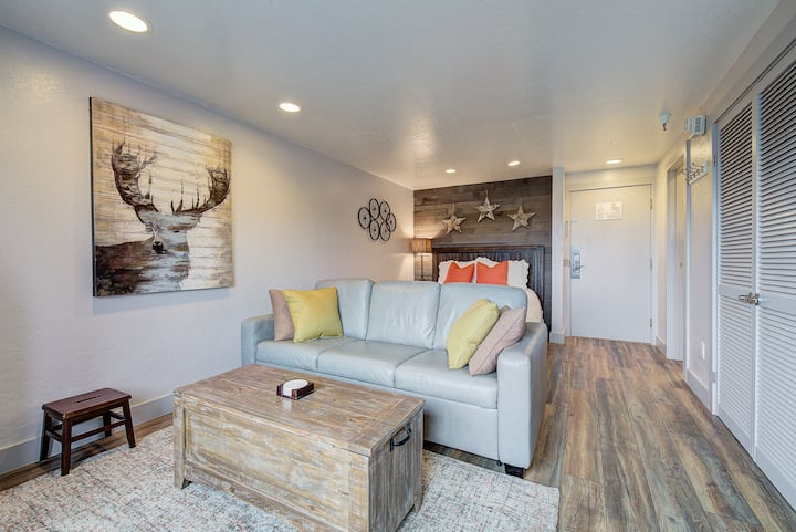 Luxury In Town Studio, Ski In/Out, Free Parking