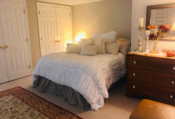 Autumn Touches, Bedroom 1