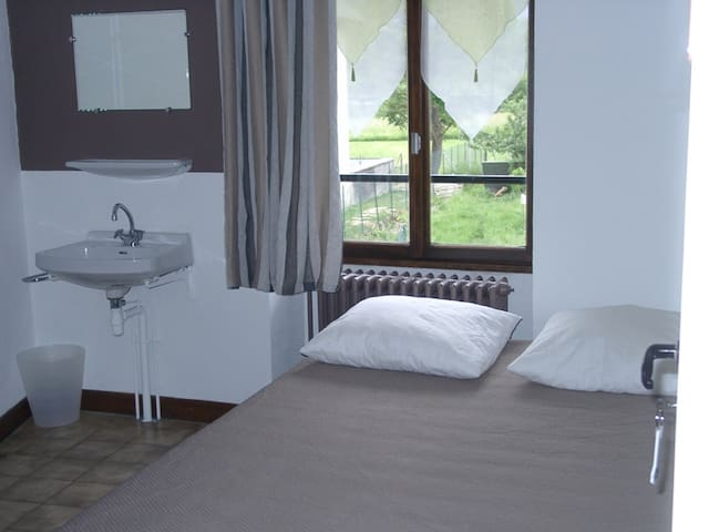 Double room-Shared Bathroom-Standard-Mountain View-Chambre Alpe d'huez