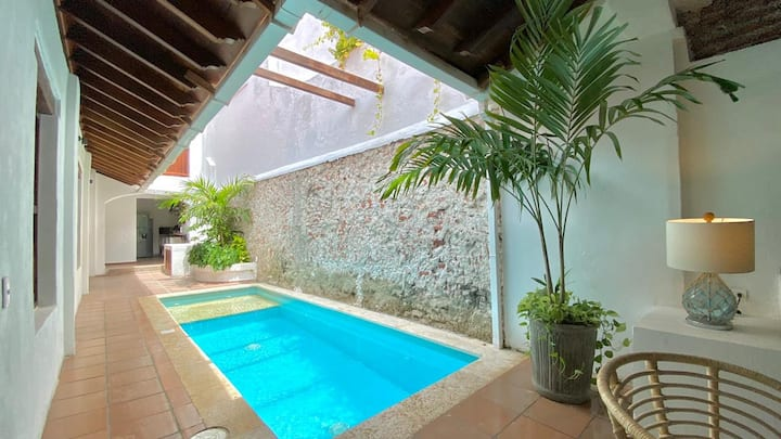 Sensational Villa W Prvte Pool in walled city 6/6