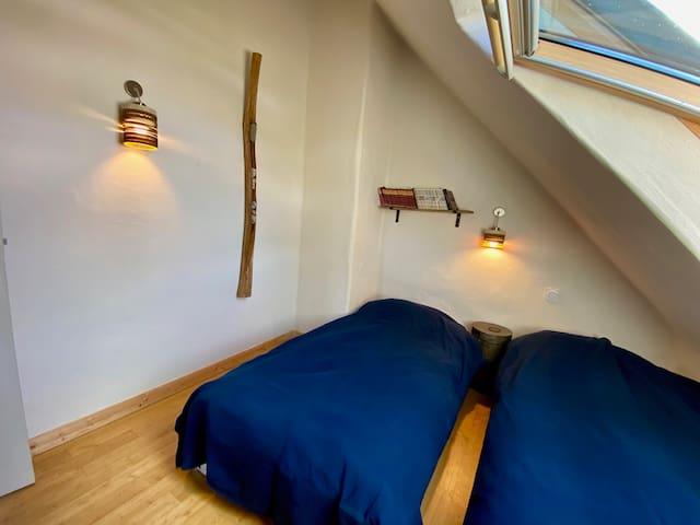 chambre N°3 en haut : 2 lits simples convertibles en lit double