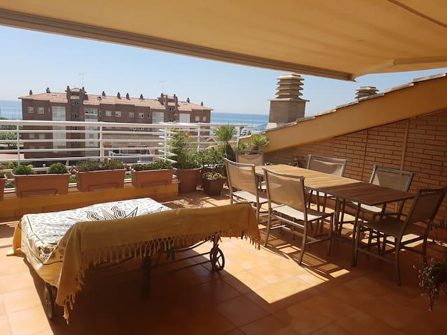 Un nid avec vue sur mer , proche Barcelone - Sant Andreu de Llavaneres - Apartment