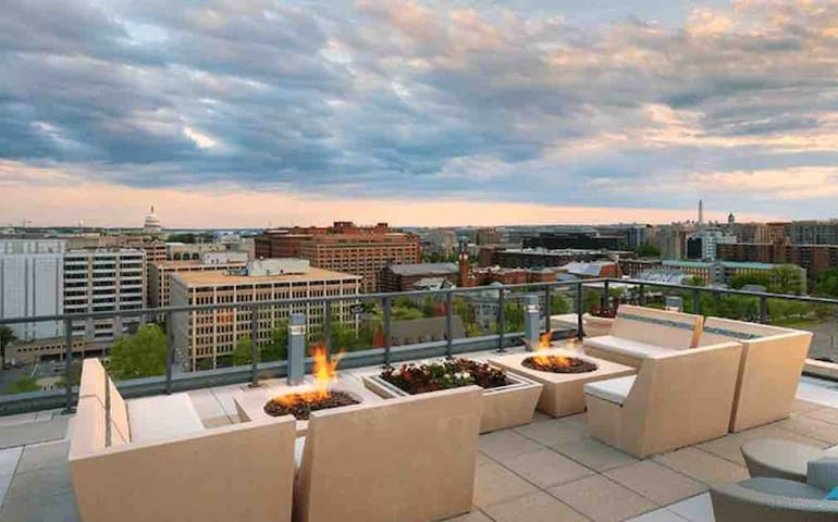 TOP FLOOR GALLERY D.C. APARTMENT (NEW LISTING)