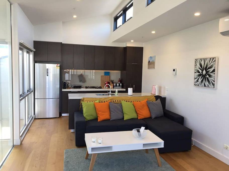 Modern 4 Bedroom Apartment Close To Cbd Apartments For Rent In West Melbourne Victoria Australia