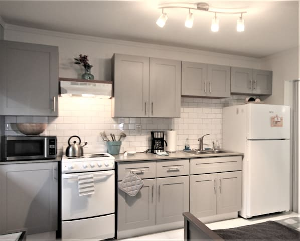 Brand new kitchen with everything you need...