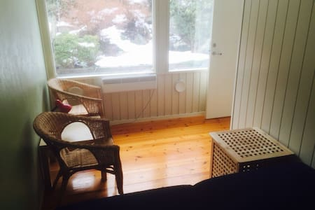 The sunny garden room with 2 beds. - Bergen - Townhouse