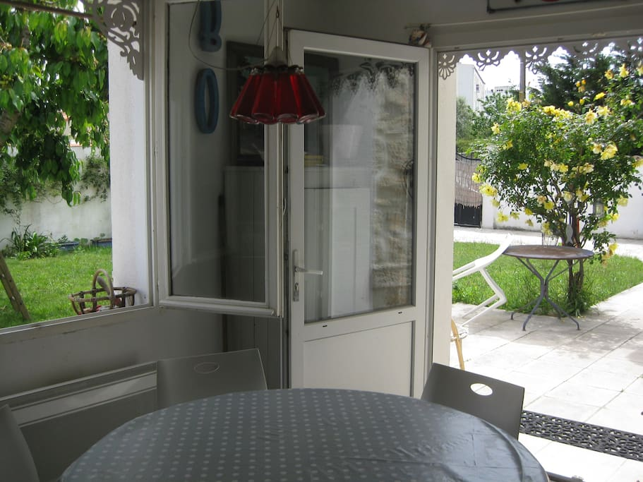 cuisine sur terrasse et jardin
