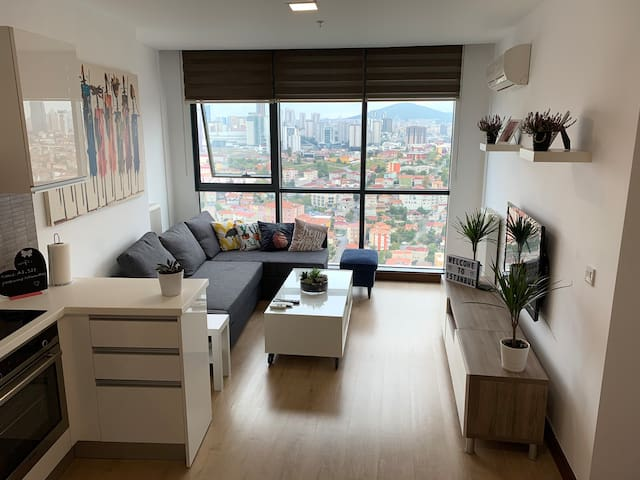 Cosy Highrise (29th) Flat with Panoramic View