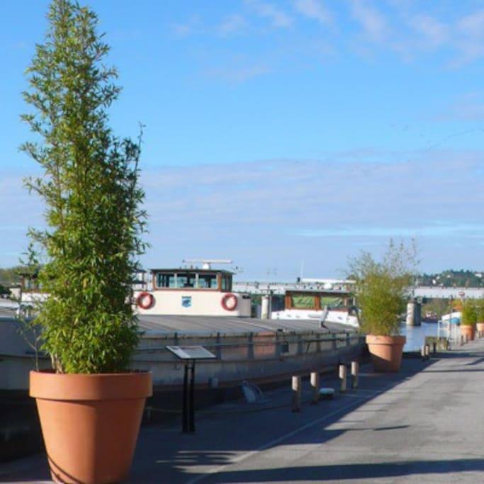 quais de seine aménagés - bateaux restaurants - loisirs