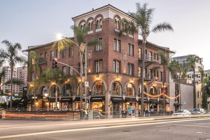 Gorgeous Penthouse near Beach & Convention Center