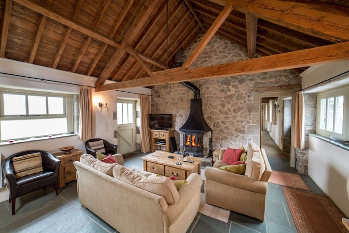 Haytor Cottage with direct access to Dartmoor