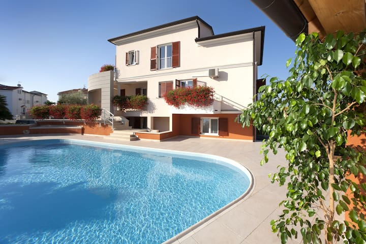Irena 4 - apartment with swimming pool