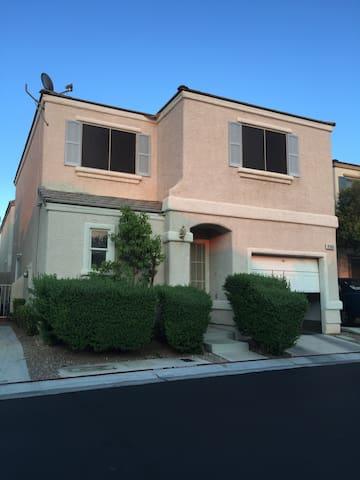 Cozy Private room on a home near strip! - Las Vegas - Dom
