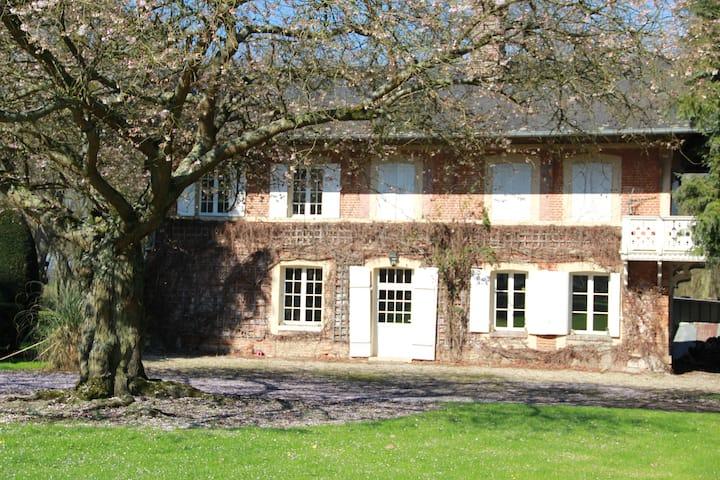 Maison des amis au Chateau du Landin Normandie