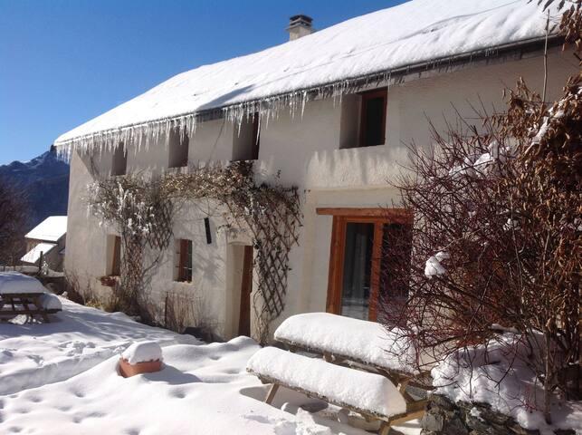 Massive farmhouse - 19 beds - near Bourg D'Oisans!