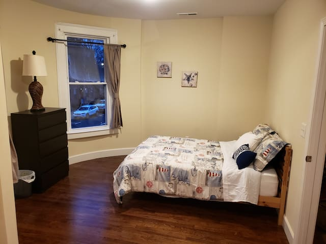 Spacious Suite in the Heart of Yale