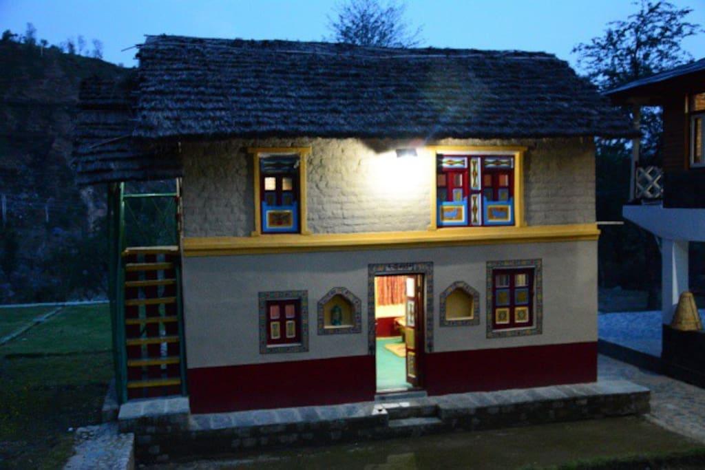 Una House at night