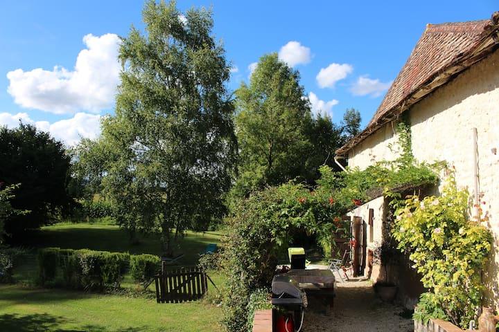 LeRaphael Farmhouse Cottage