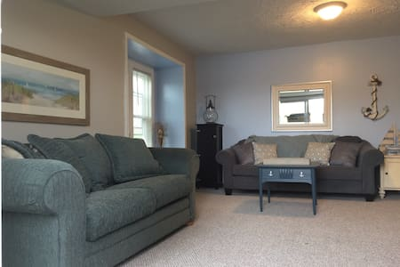 2 Bedrm Lakeview Ranch with Deck - 阿克伦(Akron) - 公寓