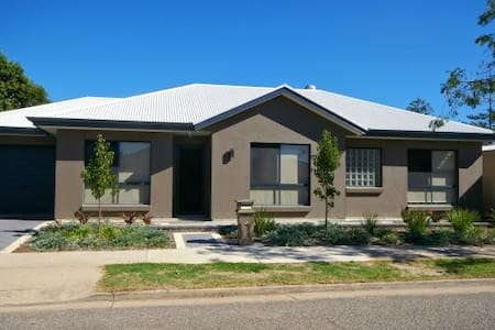 Rupara Paradise - Largs North - Hus