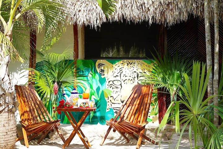 CASA DE LA DIOSA IXCHEL, dans une  palapa Maya