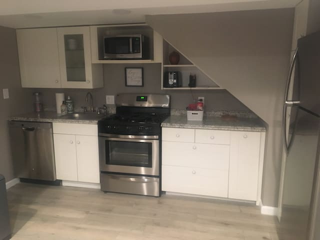 Private 1br w/everything-2min to Metro,Zoo,Mariott