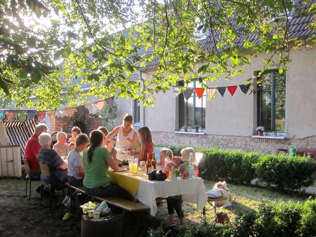 Gästezimmer im Gutshaus Sanzkow - Siedenbrünzow - Aamiaismajoitus