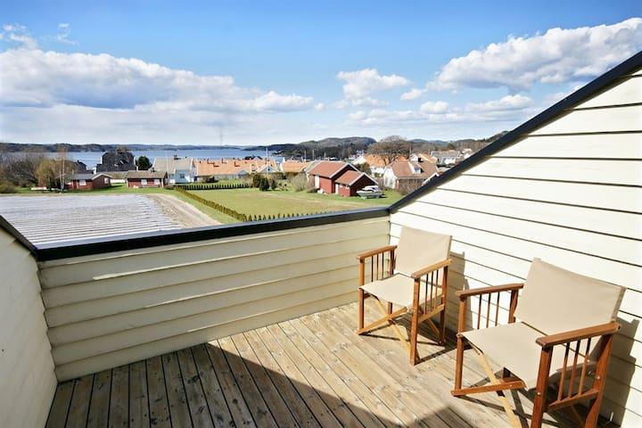 Moderne, solrik og flott leilighet med basseng