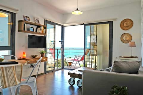bright new and cosy apartment, first line on beach