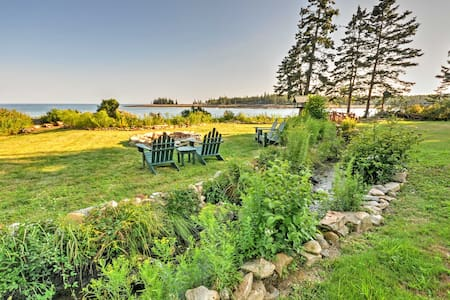 Waterfront Prospect Harbor Cottage w/Yard&Fire Pit