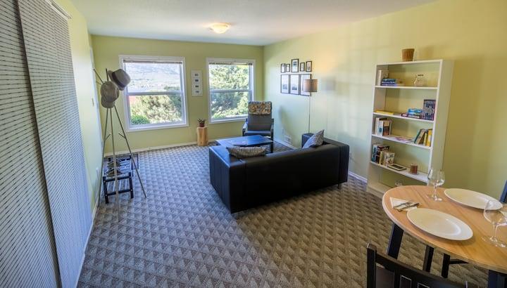 Vineyards & Lakeviews - Private Hillside Suite
