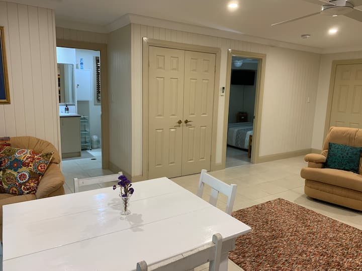 Yeerongpilly Delight -  large private space