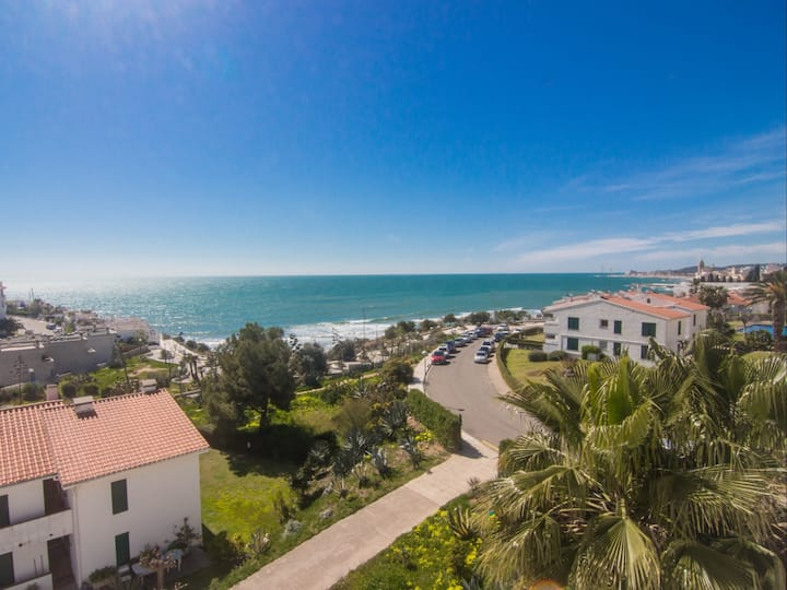 PALM VIEW fantastic ocean front duplex with stunning sea views and pool.
