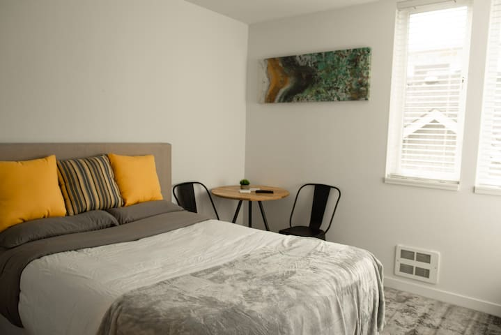 Capitol Hill Apt - Modern & Affordable Studio