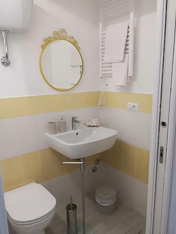 Bagno stanza Girasole