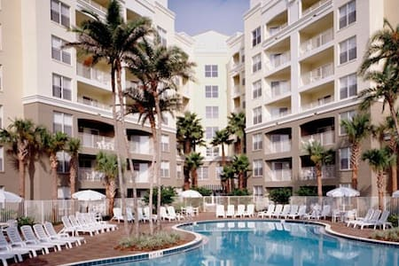 BEAUTIFUL LUXURY RESORT 1.5 MILES FROM DISNEY - Kissimmee - Serviced apartment