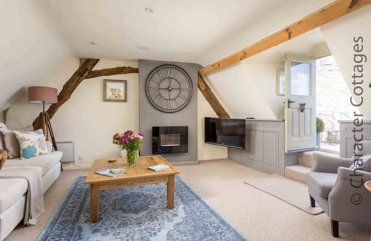 Welcome to The Loft, a stunning apartment in the heart of Stow-on-the-Wold
