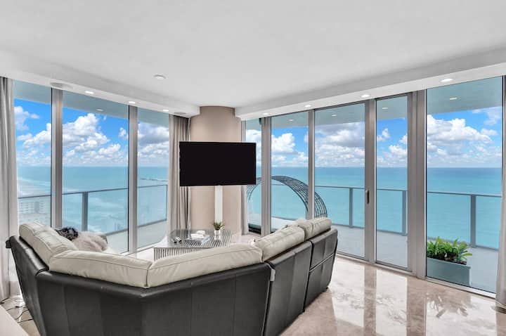 Luxurious Panoramic Ocean Front Residence in Hyde