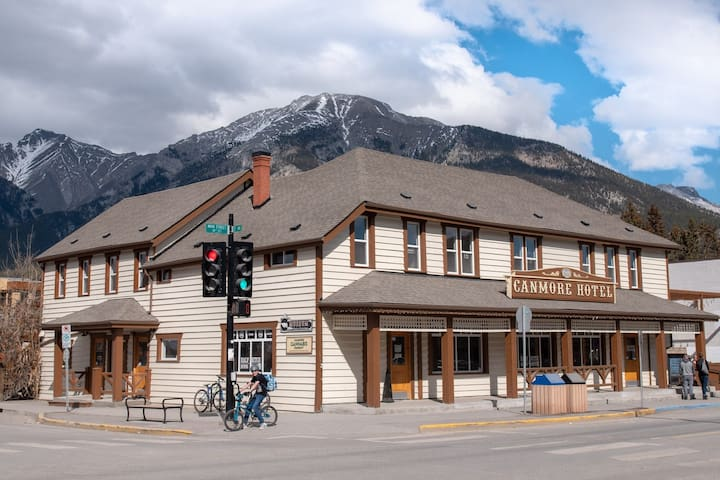 Canmore Hotel Hostel (Bed in 4 Bed Dorm Room)