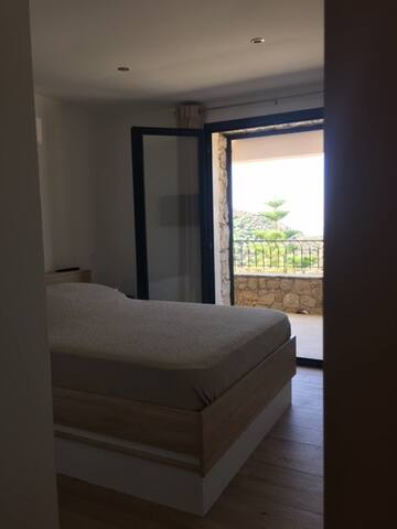 Les chambres du F3 du rez-de-chaussée, avec accès sur terrasse