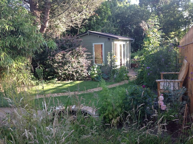 Beautiful, cosy cabin in Dartington
