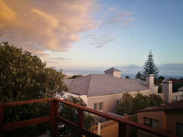 Deckviews of Mountain & Sea: Family-friendly house