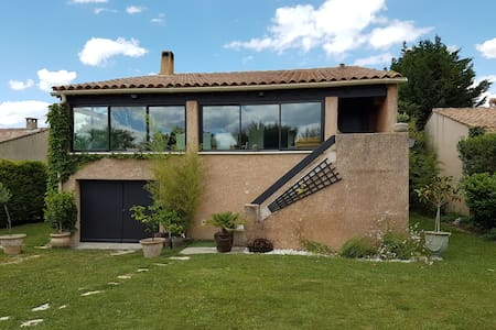 Villa at the foot of The Dentelles de Montmirail - Sablet